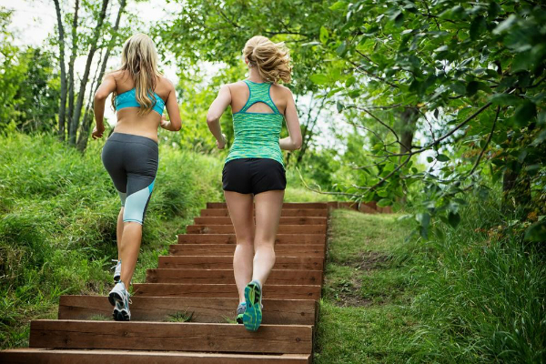5 Ways To Lose Weight While Hanging Out With Your Friends